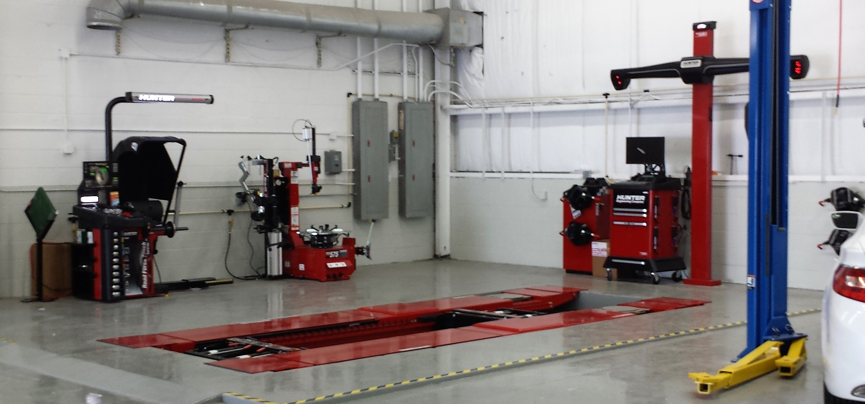 Hunter Rack alignment machine, tire changer and wheel balancer combination